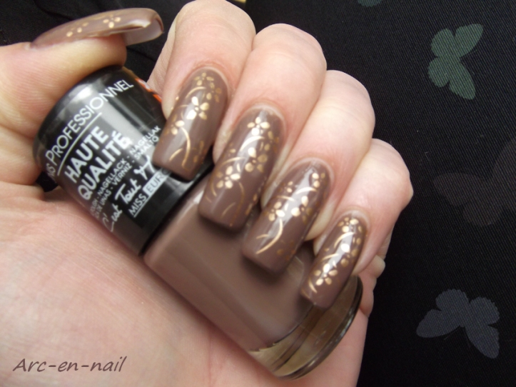 nail art marron et doré 1