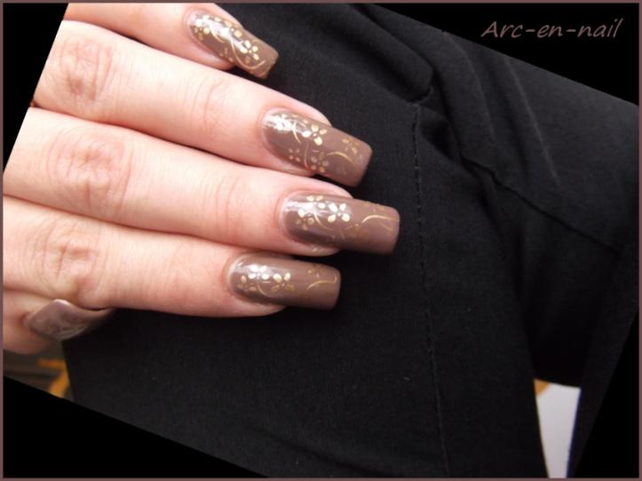 nail art marron et doré 2