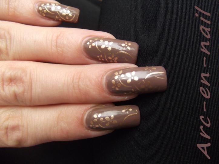 nail art marron et doré 3