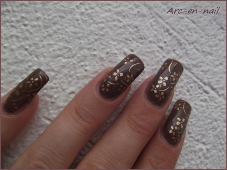 nail art marron et doré 4