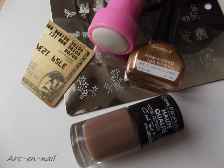 nail art marron et doré matèriel