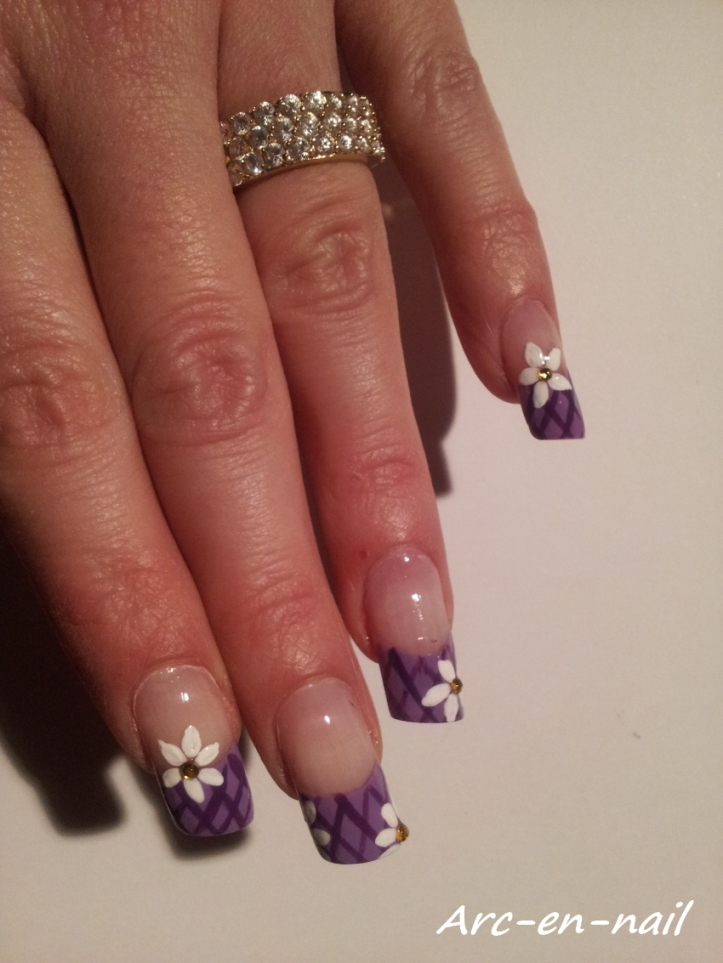 Nail art Grillage fleuri 3