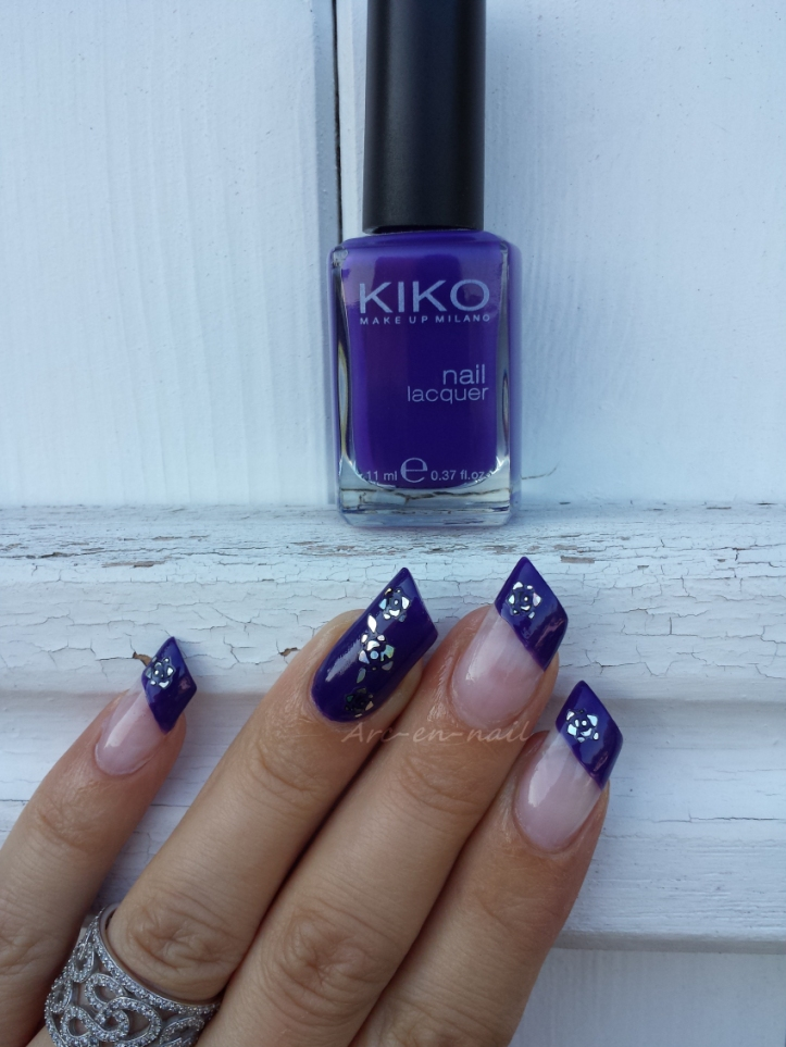 Nail art Purple flowers 1