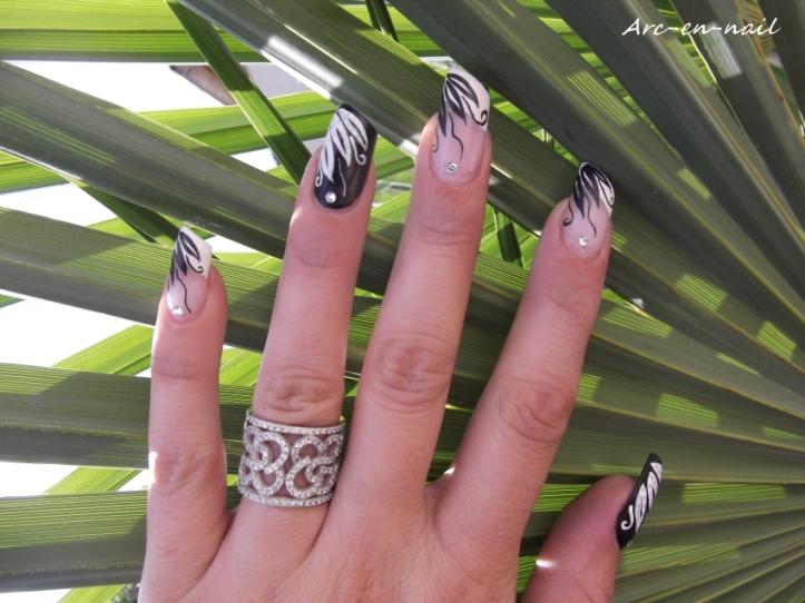 Nail art French & pétales matifiés 3