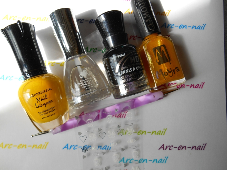 Nail art yellow french materiel