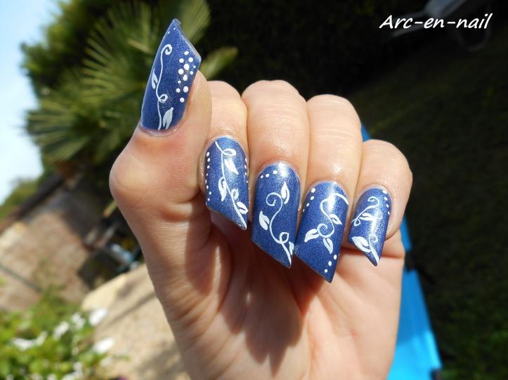 Nail art Liseret blanc & denim 1