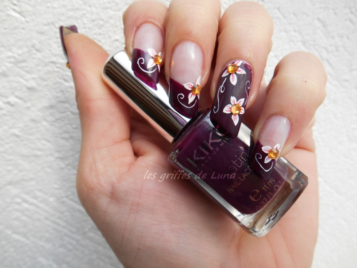 Nail art Dark flowers 3