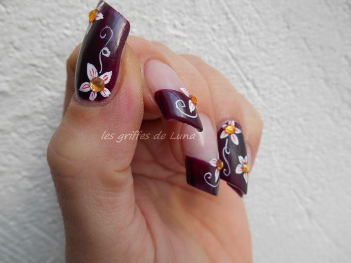 Nail art Dark flowers 4