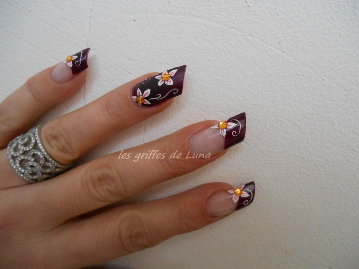 Nail art Dark flowers 5