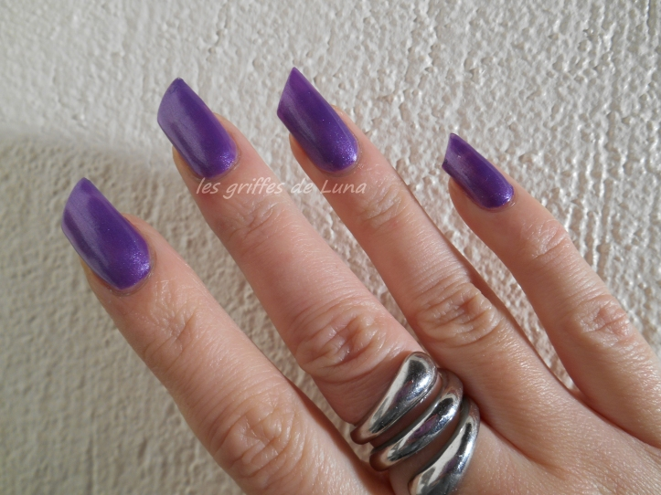 HemA 829 violet 2