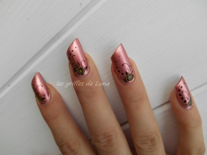 Nail art Fleurs sombres 2