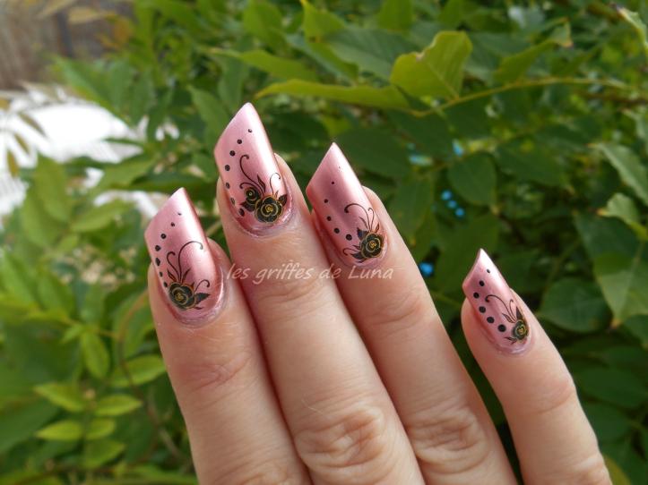 Nail art Fleurs sombres 4