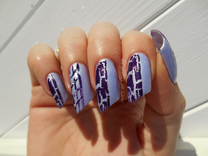 Nail art Purple crakle 2