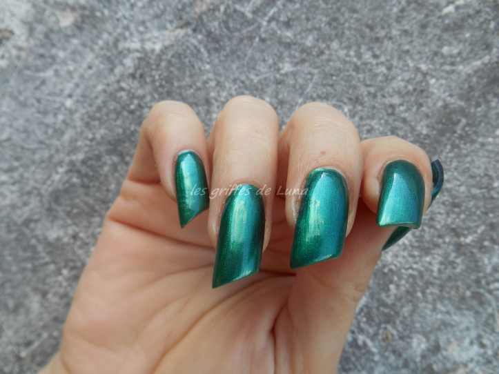 KIKO 3535 Metallic british green 4