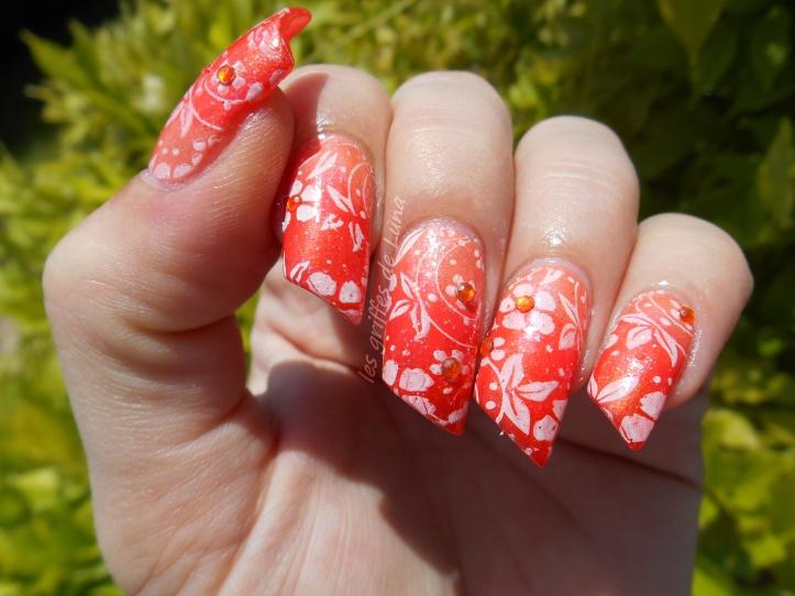 Nail art Dégradé orangé & fleurs 2