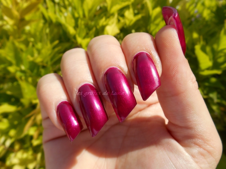 KIKO 495 Pearly vanda burgundy 2