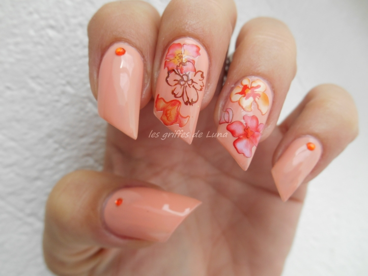 Nail art Accent fleuri 3