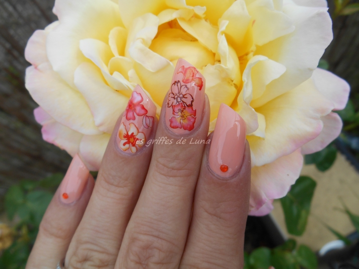 Nail art Accent fleuri 4