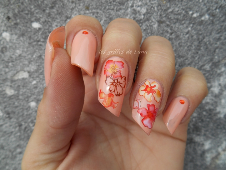 Nail art Accent fleuri 5