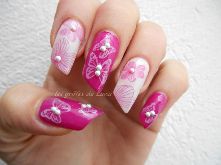 Nail art Fleurs & papillons perlés 3