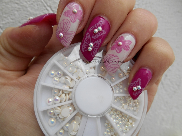 Nail art Fleurs & papillons perlés 4