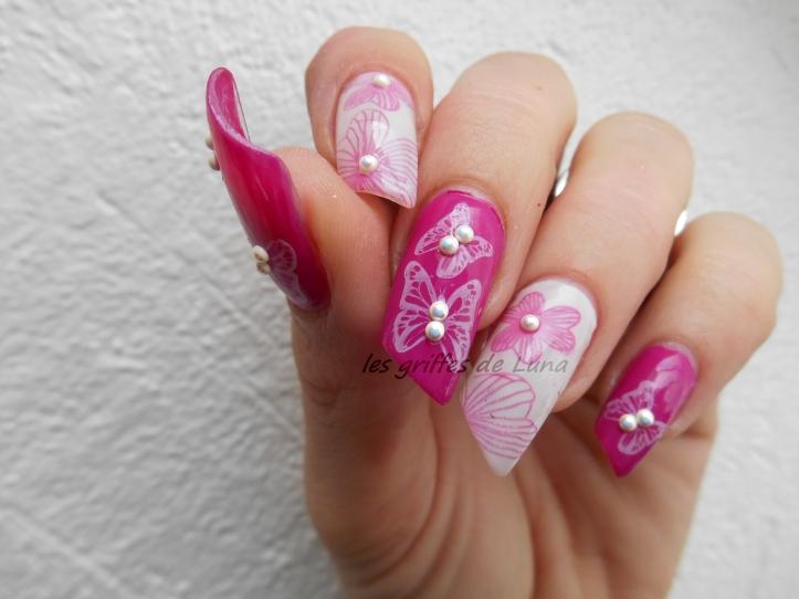 Nail art Fleurs & papillons perlés 5