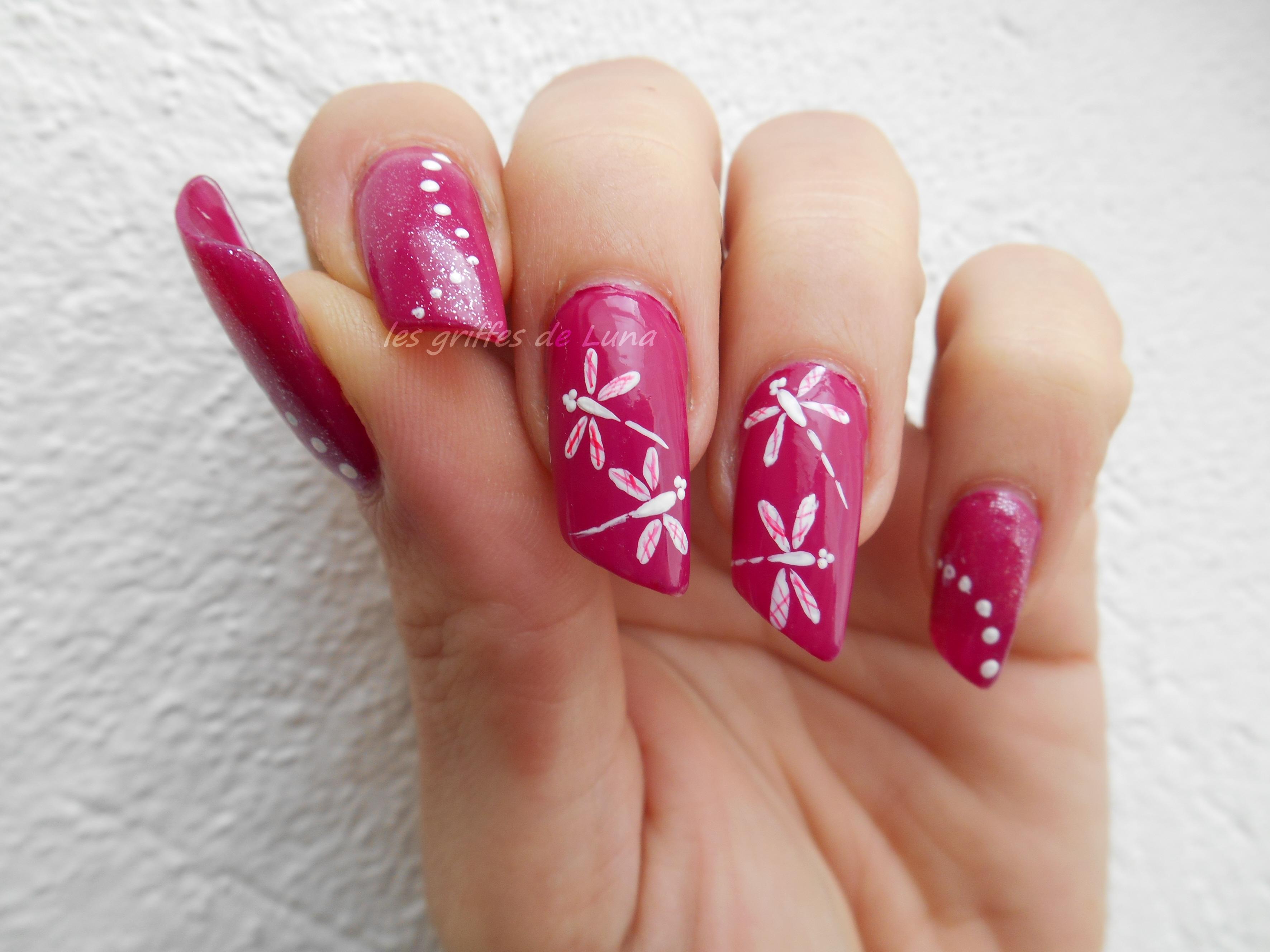 Nail art libellule