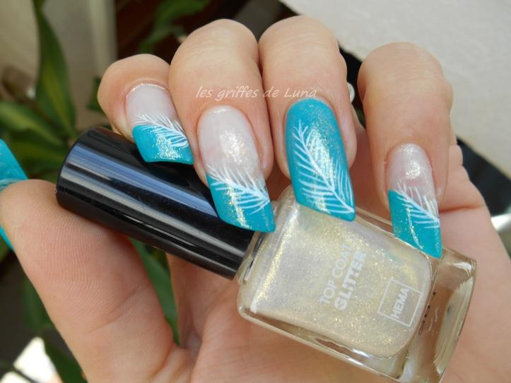 Nail art Plume simplifiée 2
