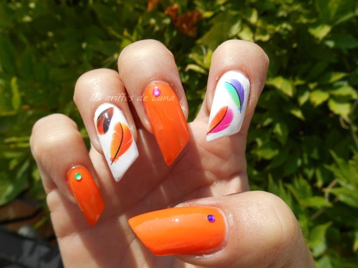Nail art Plumes d'été 3
