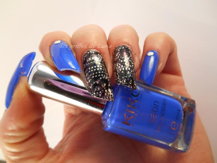 Nail art Dentelle & bleu 1