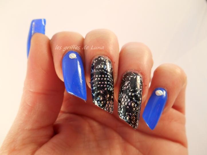 Nail art Dentelle & bleu 2
