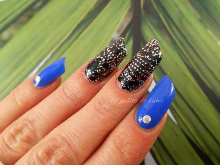 Nail art Dentelle & bleu 3
