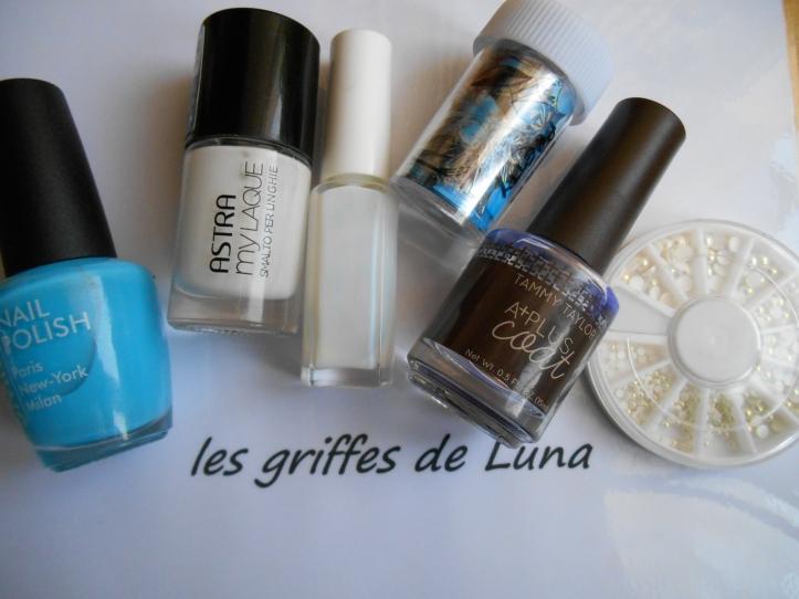 Nail art Fleurs bleues tropicales materiel