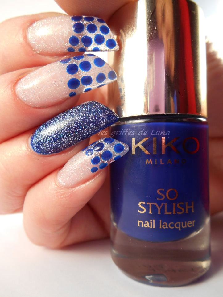 Nail art French a points bleu 1