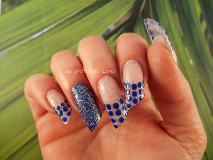 Nail art French a points bleu 2