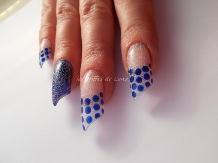 Nail art French a points bleu 4