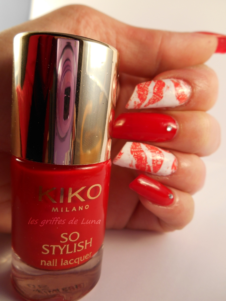 Nail art Red kiss 1