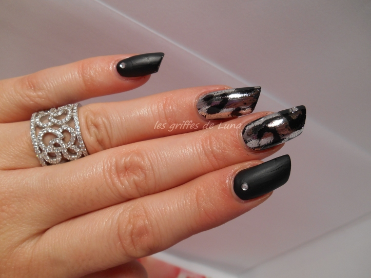 Nail art White leopard 1