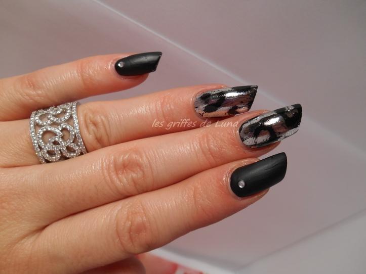 Nail art White leopard 1
