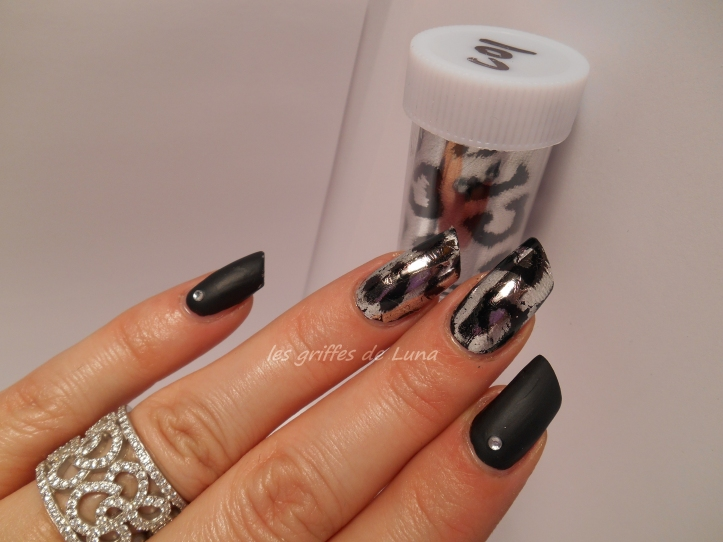 Nail art White leopard 2