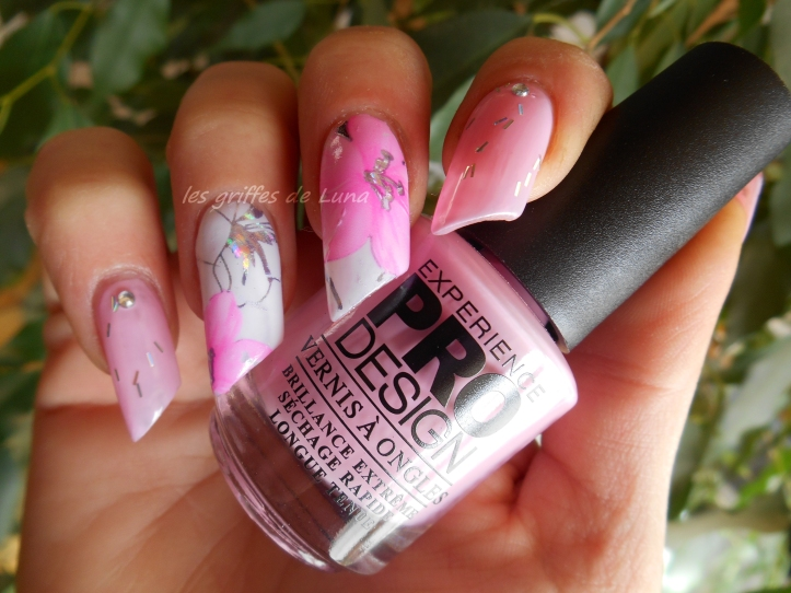 Nail art Rose fleuri 1