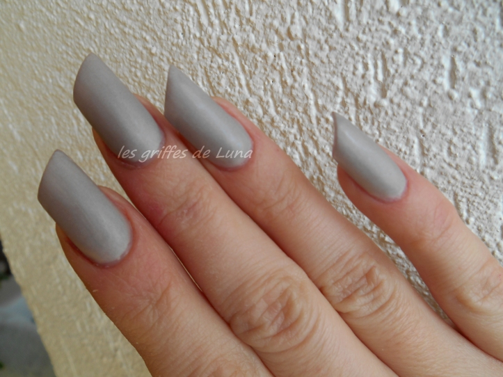 Claire's Oyster satin 2