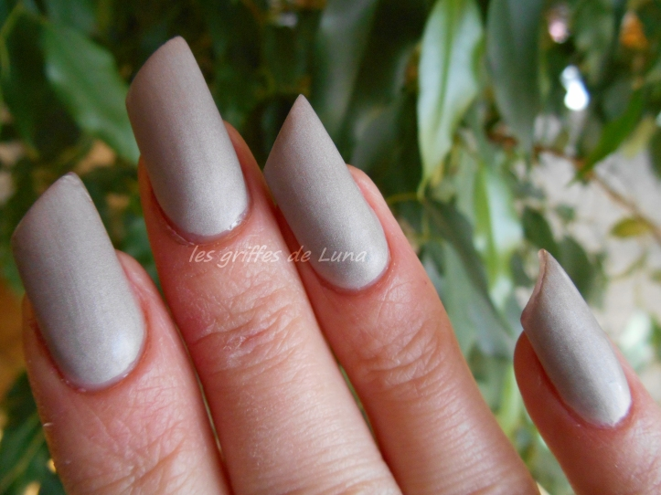 Claire's Oyster satin 3
