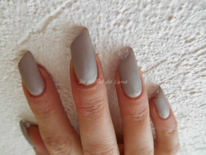 Claire's Oyster satin 4
