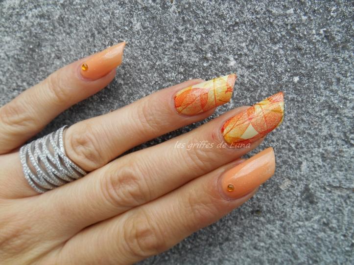 Nail art Feuillages orange 3