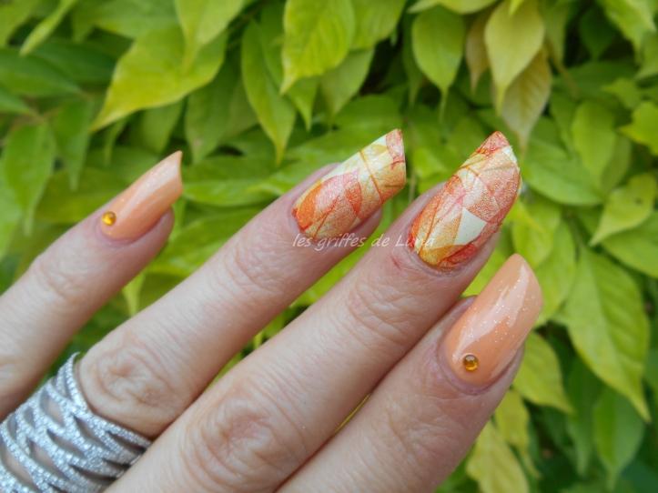 Nail art Feuillages orange 5