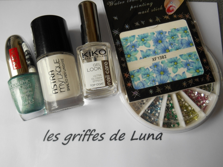 Nail art Flowers blue holo materiel