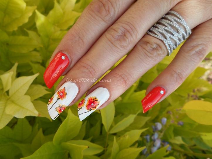 Nail art Orangé & fleurs légères 1