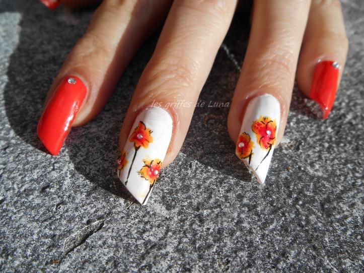 Nail art Orangé & fleurs légères 2