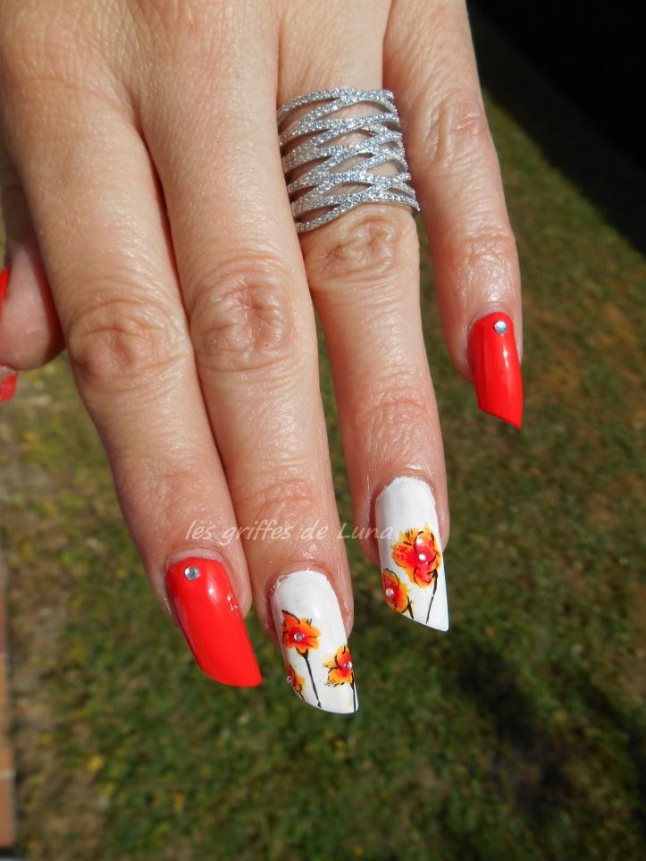 Nail art Orangé & fleurs légères 3